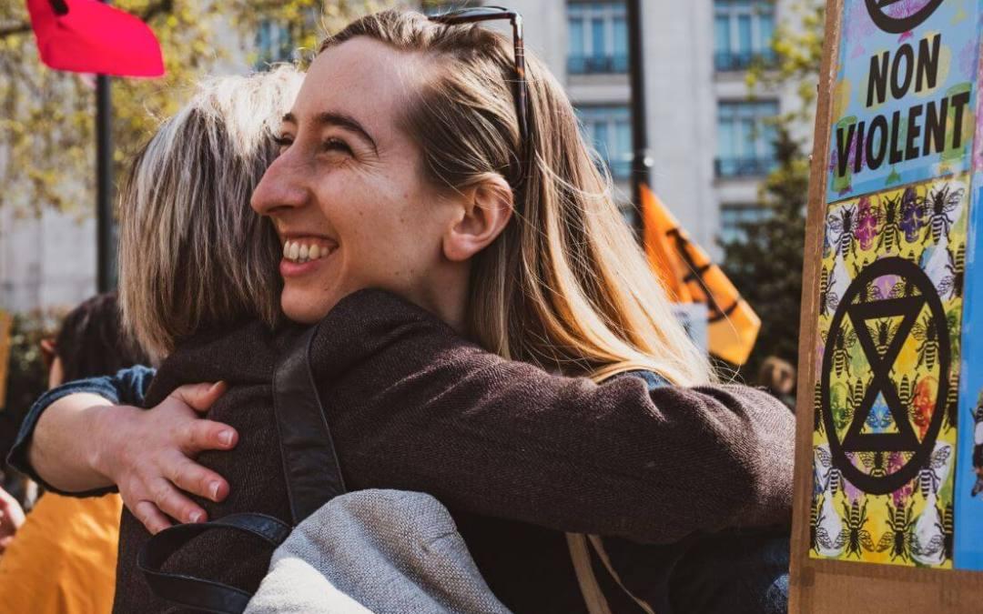 Descubre el poder y los beneficios de los abrazos