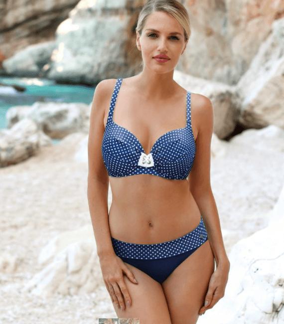 gepunkteter bikini in blau für große cups