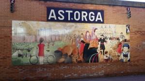 Azulejo con los principales acontecimientos de la historia astorgana en la estación de autobuses.