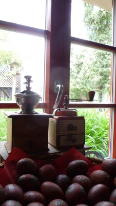 V jednom mlýnku denně meleme kávu a ve druhém téměř denně lichořeřišici
