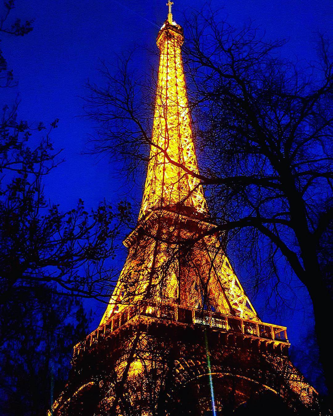 Well, excuse me while I glow away in the Twilight! #eiffeltower #eiffel #france #paris #travel #travelgram #traveling #travelphotography #travelling #wanderlust #explore #exploreeverything #tourism #toureiffel #tourist #europe #world #architecture #beautiful #twilight #sunset #lights #amazing #mojo #blog #instadaily #instagood #instamood #photooftheday