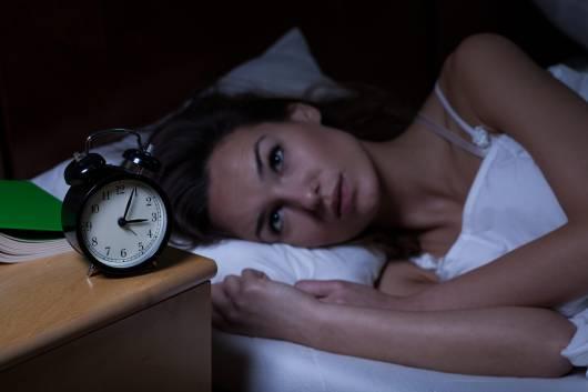 O que significa acordar sempre na mesma hora de madrugada?