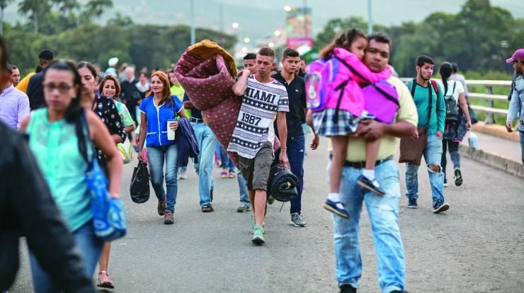 Por qué ya no se habla de los migrantes venezolanos? Cronología de una  crisis que dejó de ser rentable | by Misión Verdad | Medium
