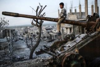 syria boy on tank