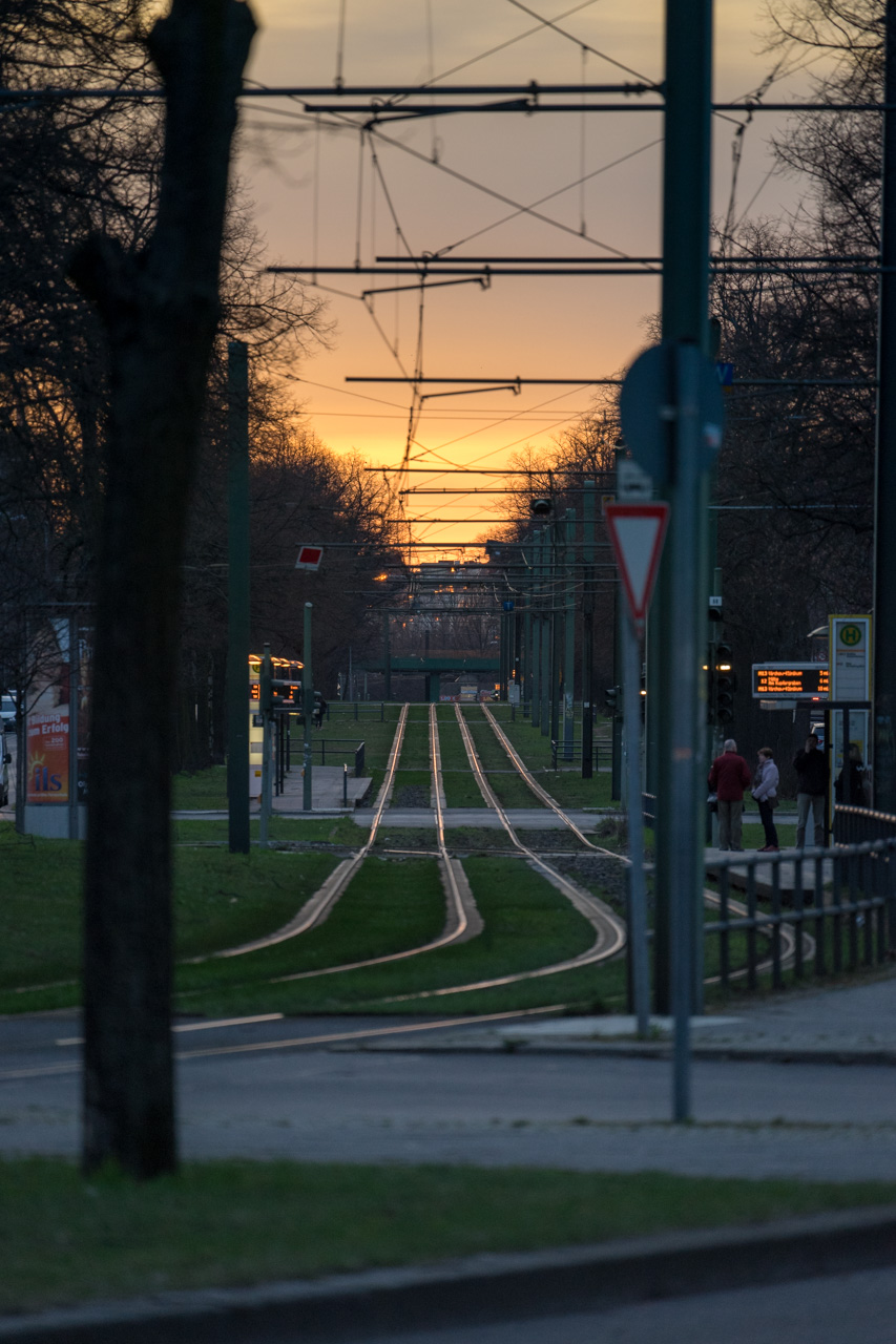 Teleaufnahme eines Sonnenuntergangs in Berlin