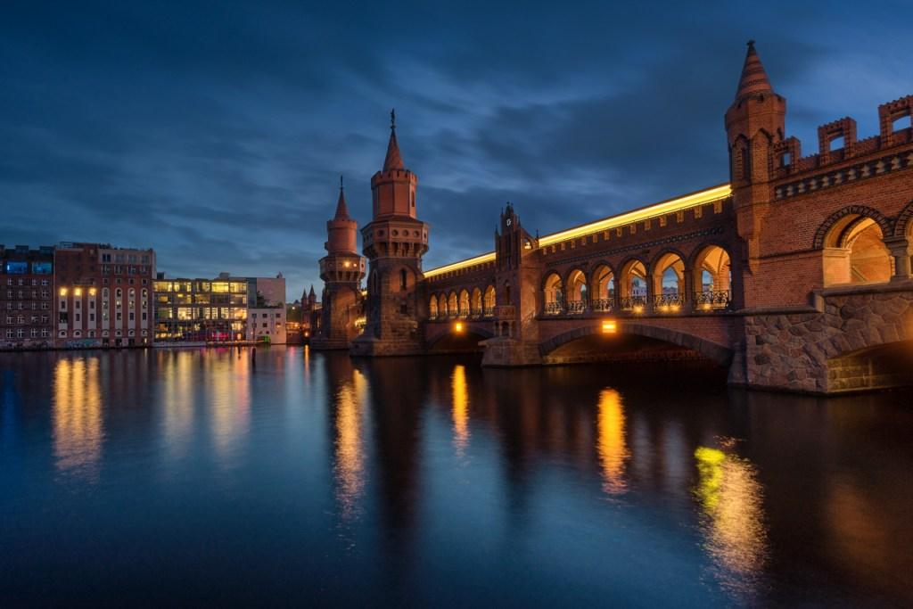 Oberbaumbrücke in Berlin zwischen Friedrichshain und Kreuzberg
