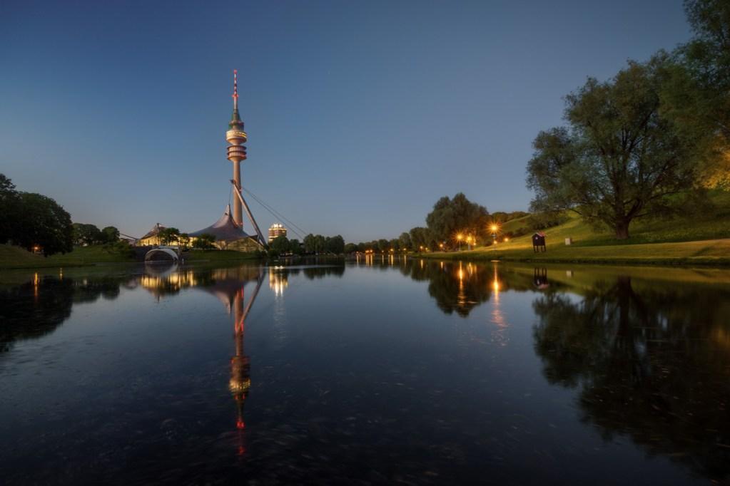 Olympiapark München zur blauen Stunde