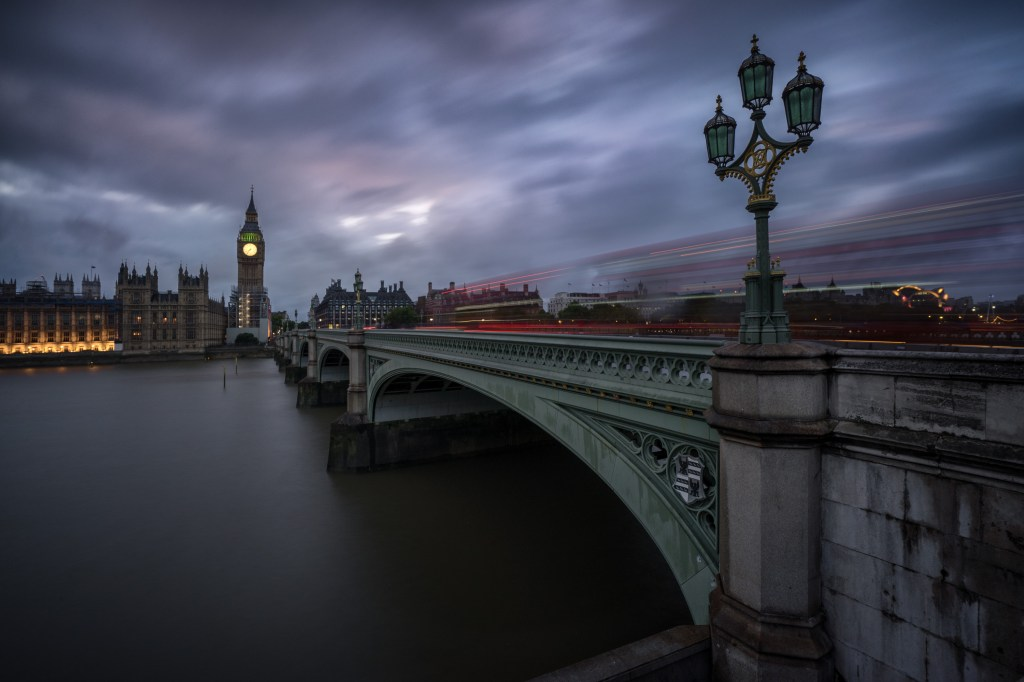 Westminster Bridge, Houses of Parliament und Big Ben in London