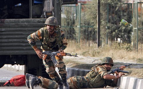 2500 जवानों पर आतंकी हमला, दो दर्जन के करीब शहीद होने की आशंका, अब तक का सबसे बड़ा हमला