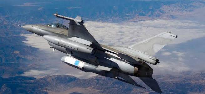 भारतीय सीमा में घुसा पाकिस्तानी लड़ाकू विमान, कल के हवाई हमले से बौखलाया हुआ है पाकिस्तान