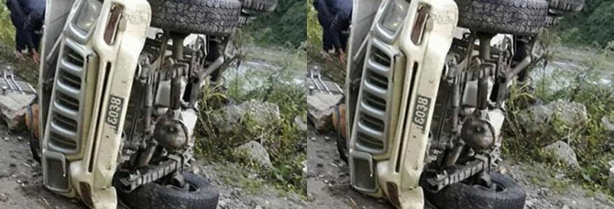 उत्तराखंड : पहाड़ में ब्रेक फेल होने से जीप खाई में गिरी, 2 की मौत, 6 लोग घायल