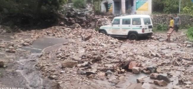 Uttarakhand बादल फटने और अतिवृष्टि के कारण 3 जिलों में मची तबाही, ग्रामीणों के साथ स्थानीय प्रशासन राहत कार्य में जुटा