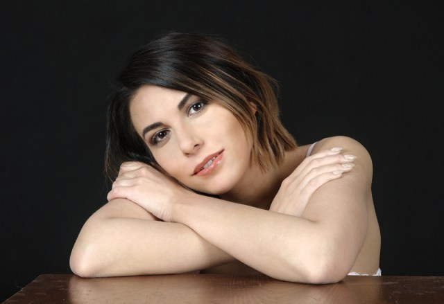 beautiful-female-model-face-and-arms-portrait_800