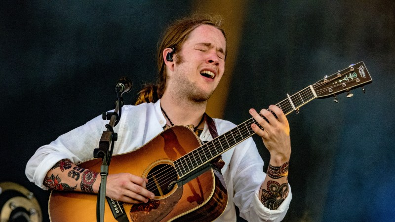 Billy Strings Announces New Years Run Dates in Michigan