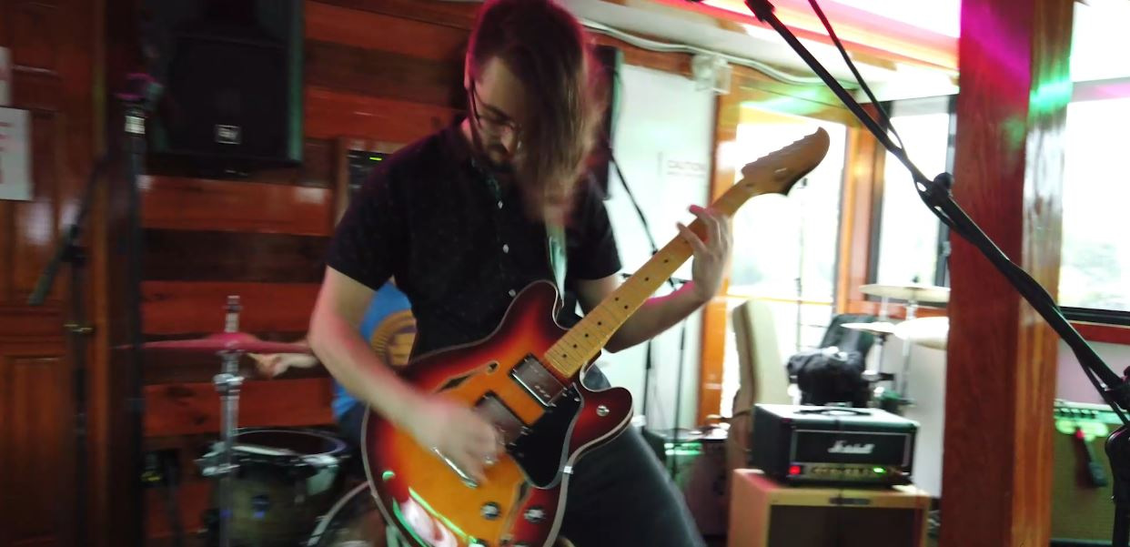 """VIDEO: El Modernist Performs """"Fine"""" Aboard Dutch Apple Cruises in Albany, NY"""