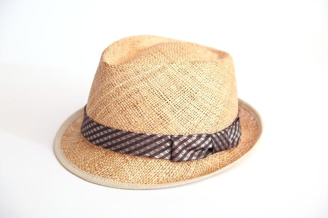 ラフィア帽子は洗濯出来る?洗い方は?お手入れや臭いを取る方法も