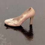 革靴の白いシミの原因と落とし方とその後のお手入れは?の画像
