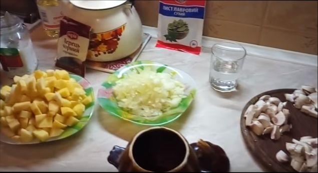 mjaso-s-kartofelem-v-glinjanyh-gorshochkah-prostoj-recept-v-duhovke