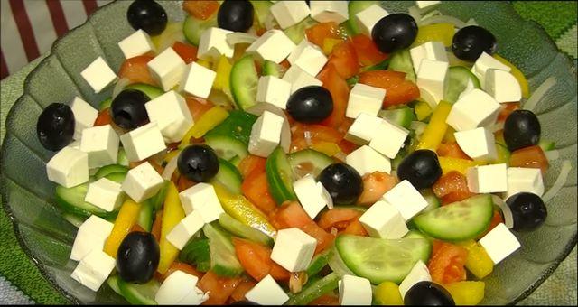 Салат греческий с брынзой - пошаговый рецепт с оливковой заправкой