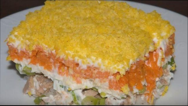 Салат Мимоза с лососем и сыром
