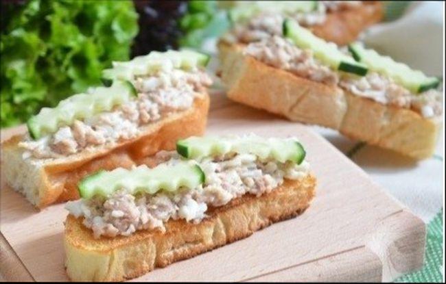 Простые и вкусные бутерброды праздничные с печенью трески
