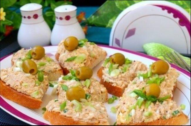 Оригинальные бутерброды с тунцом консервированным и плавленым сыром