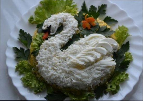 Салат из курицы с маринованным огурцом