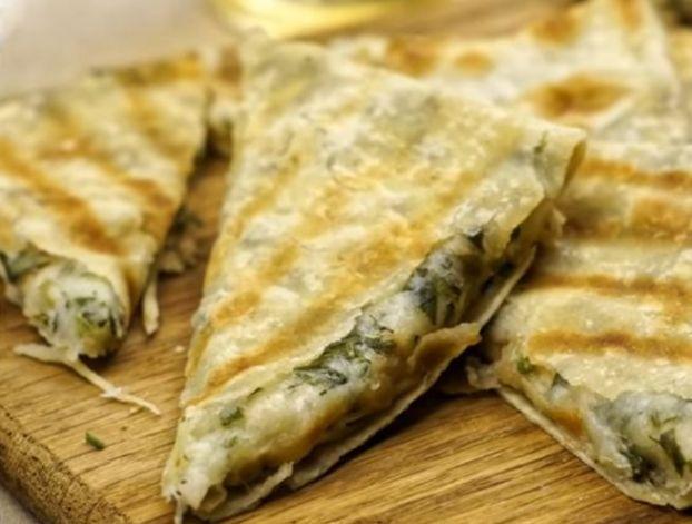 лаваш с начинкой из сыра и зелени