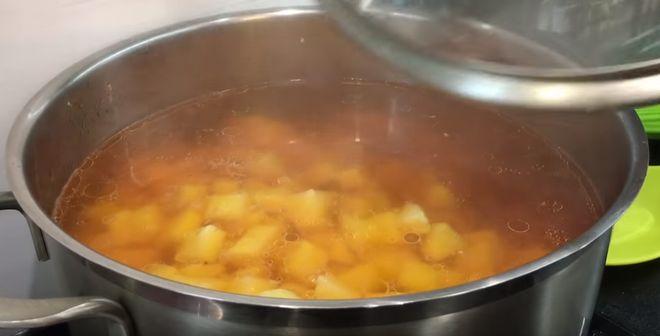 приготовить бульон для борща