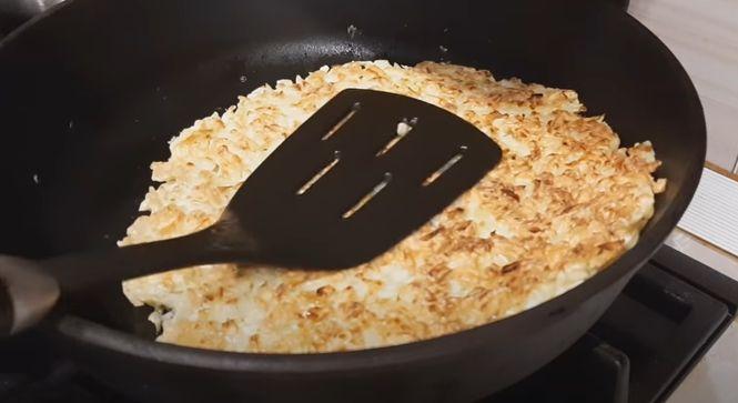 перевернуть капустный пирог