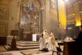 Bendición con el Santísimo Sacramento durante la misma celebración. Basílica de San Pedro.