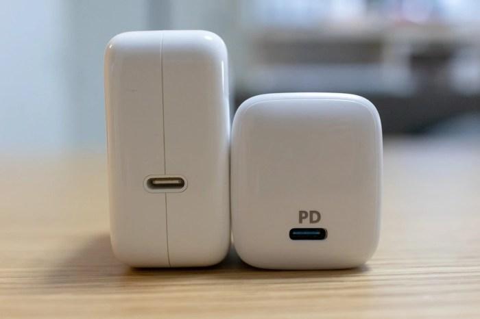 MacBook Air付属充電器とAnker PowerPort Atom PD 1の比較