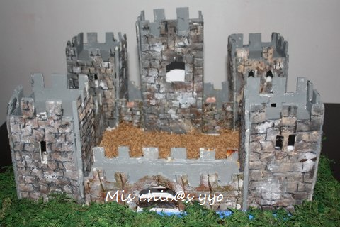 Maqueta escolar de un castillo medieval