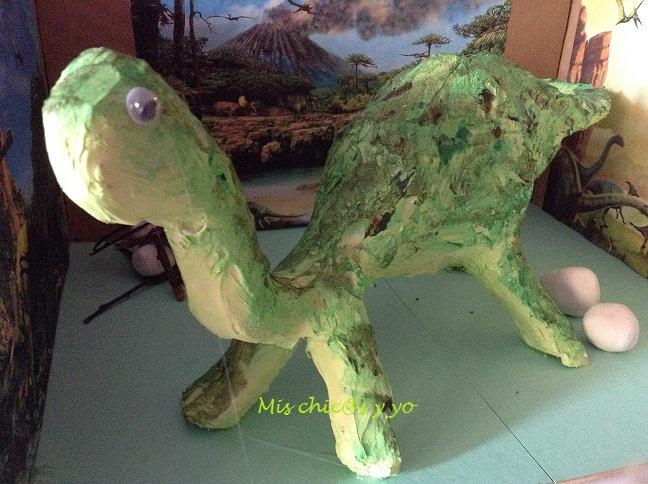 Maqueta de dinosaurio para el colegio