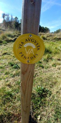 Poste madera indicativo via augusta penedes