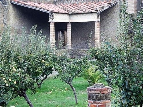 Jardín y parte de la fachada de una casa romana