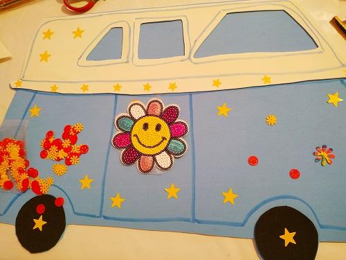 Manualidad de furgoneta hippie