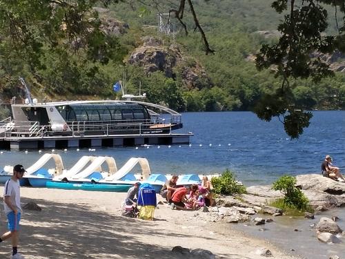 Catamarán eólico-solar Helios Costeau