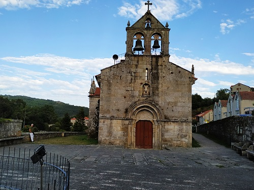 Iglesia de san Andrés, Aldán, fachada
