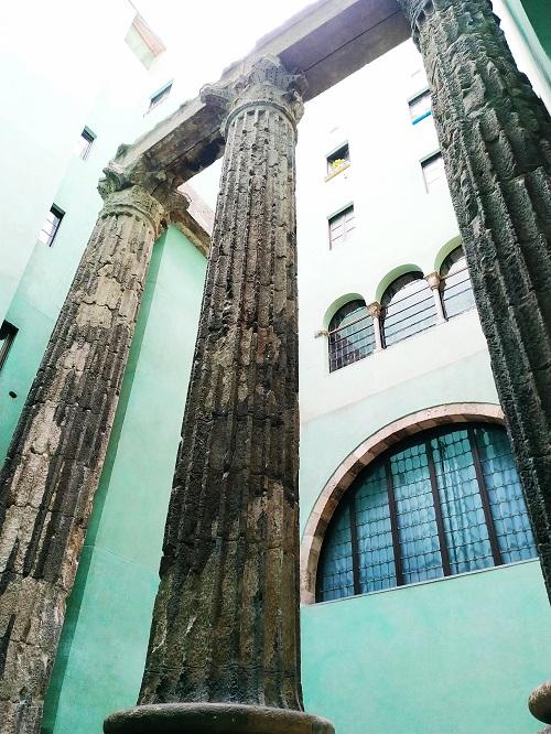 Columnas del templo de Augusto en el centro de Barcelona