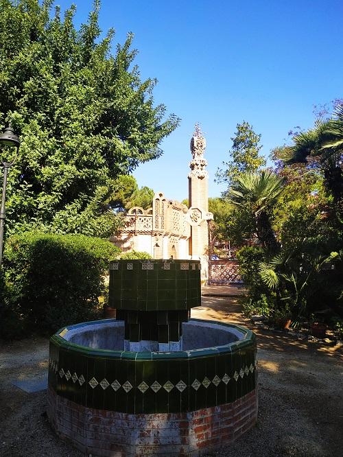 Fuente en el jardín de los Pabellones Güell