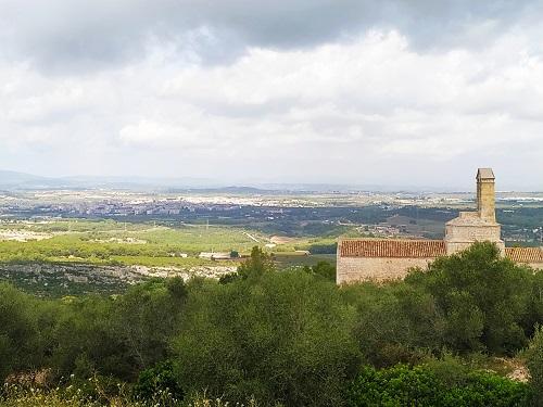 Iglesia de Sant Miquel y vistas de Olèrdola