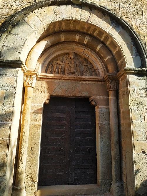 Puerta iglesia románica Mura