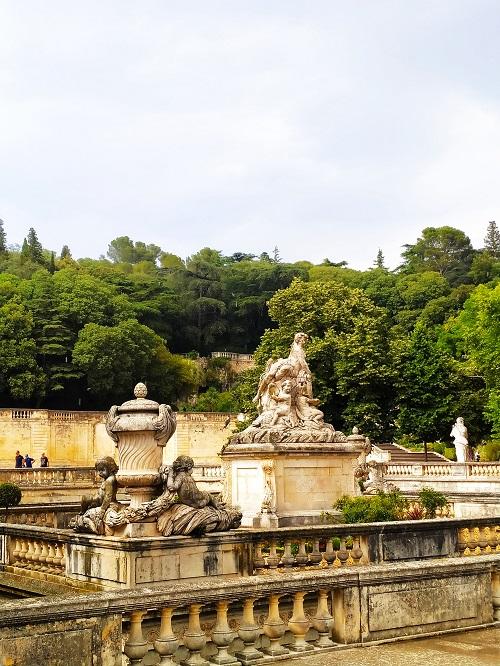 Fuente XIX Jardins de la fontaine en Nimes