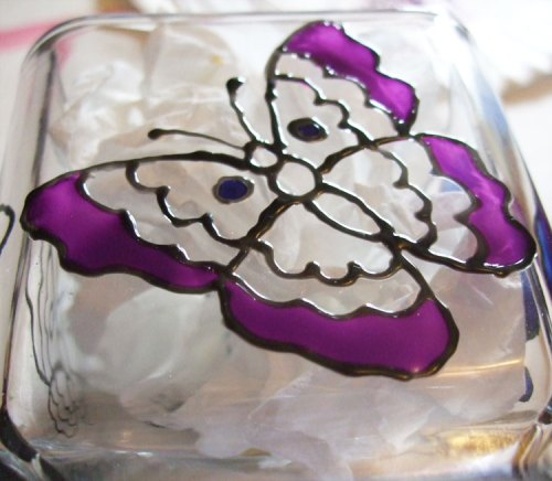 Paint the outer wings of the butterfly.