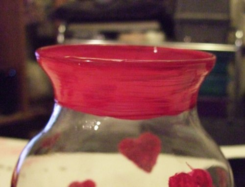 Paint neck of vase red.
