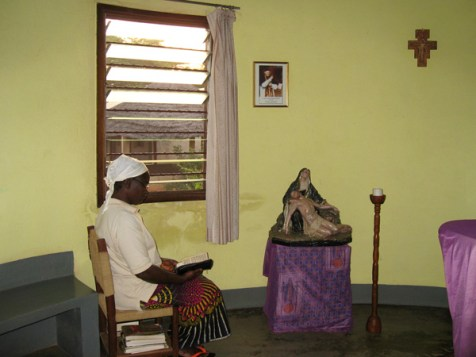 Moment de prière à chapelle de Bombouaka.