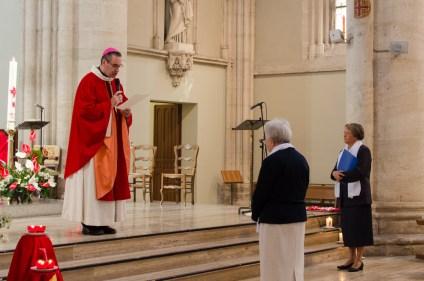 Mgr Habert lit le décret de fusion envoyé par le Dicastère.