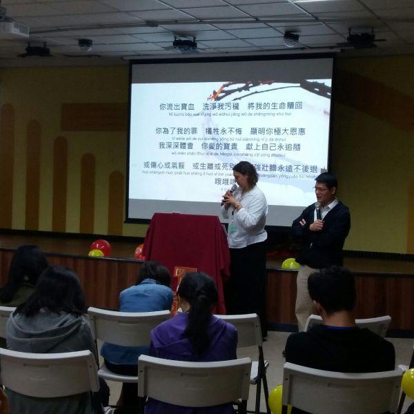 Missionário prega no Thalita Kum na China