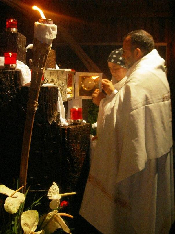 Maria Paola diante do sacrário